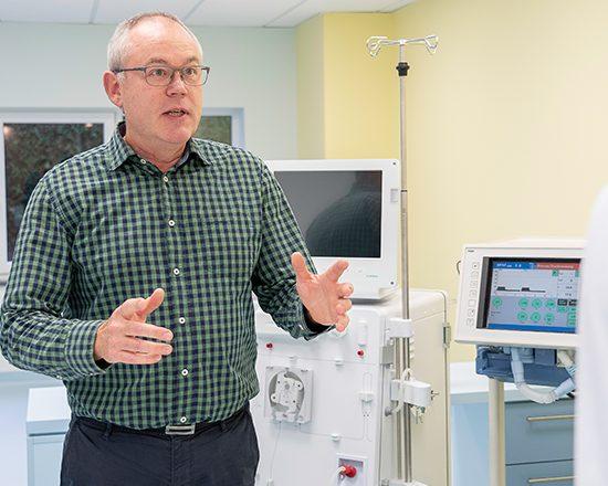 Dr. Andreas Glöckner ist Medical Director bei OPHARDT hygiene