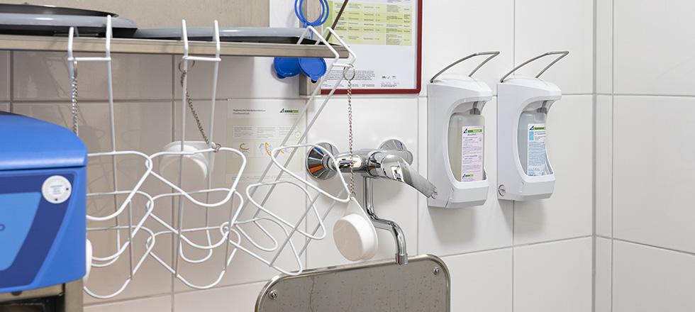 Die Pflegeeinrichtung setzt auf den Eurospender zur Händedesinfektion