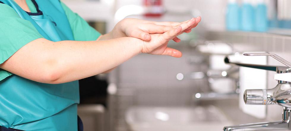 Kliniken und Krankenhäuser messen die Händehygiene-Compliance