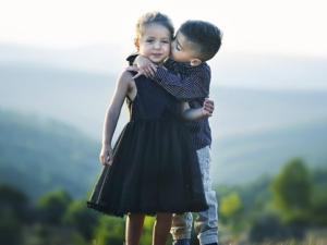 Küssen zur Begrüßung als hygienische Alternative