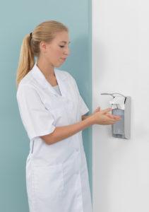 Die hygienische Händedesinfektion schützt aktiv vor Krankheiten.